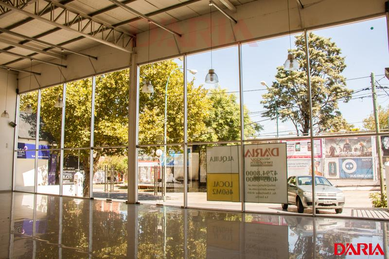 Foto Local en Alquiler en  La Lucila-Libert./Rio,  La Lucila  Av Libertador 3300