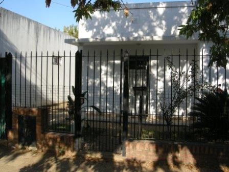 Foto Casa en Venta en  Esc.-Centro,  Belen De Escobar  Travi 418