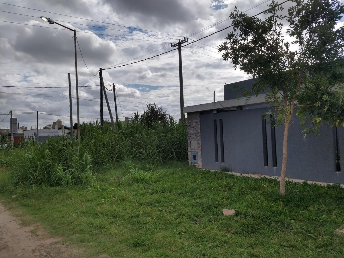 Foto Terreno en Venta en  Lisandro Olmos Etcheverry,  La Plata  Avenida 173 esquina 48