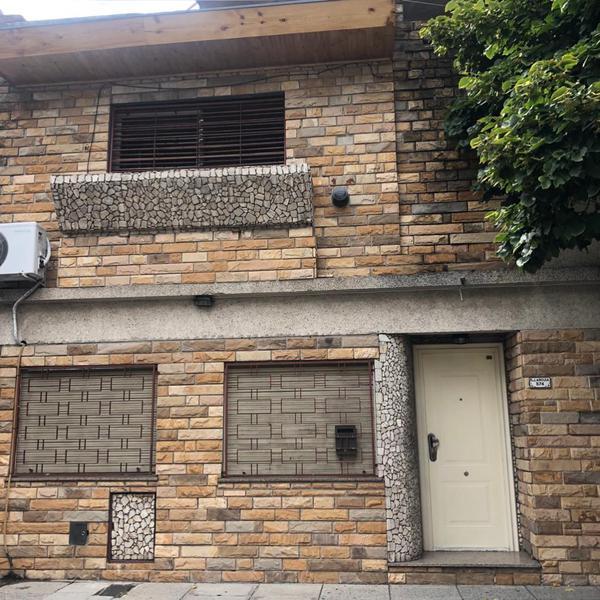 Foto Casa en Venta en  Liniers ,  Capital Federal  Pasaje cadete Carlos Larguia al 500