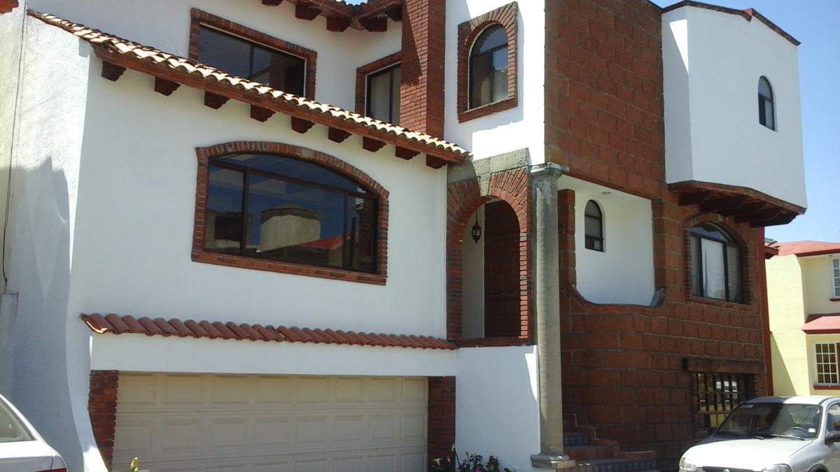 Foto Casa en condominio en Venta en  San Lorenzo Coacalco,  Metepec  CASA EN VENTA EN FRACC. VILLAS DEL SOL, METEPEC, ESTADO DE MÉXICO