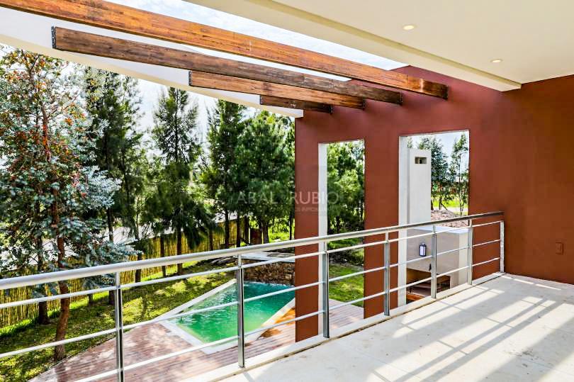 Foto Casa en Venta en  Carrasco ,  Montevideo  DE REVISTA! BARRIO LOS OLIVOS