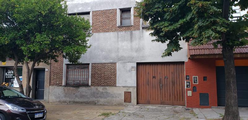 Foto Galpón en Venta en  Mataderos ,  Capital Federal  Galpón de 140 m2, con vivienda, en Carhué al 2.300, mataderos, con patio, cochera pasante cubierta de 13 m, techo de losa con terraza.