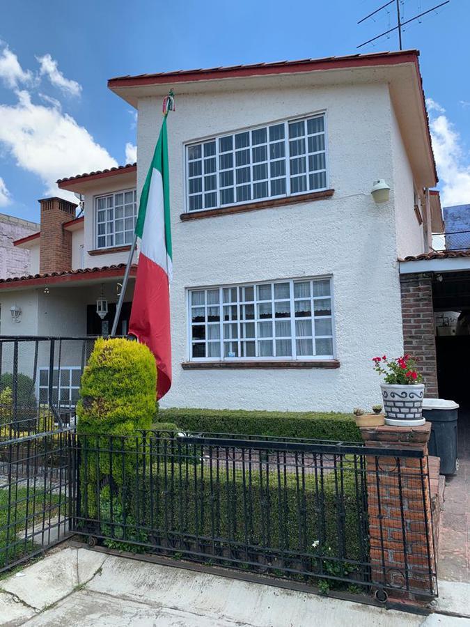 Foto Casa en Venta en  Metepec ,  Edo. de México  CASA EN VENTA EN  FRACC. VILLAS CHAPULTEPEC, METEPEC, MÉXICO, SUPER UBICADA CERCA DE GALERIAS METEPEC