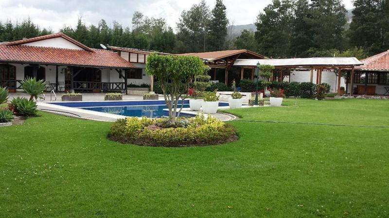 Foto Quinta en Venta en  Tumbaco,  Quito  Tumbaco, hermosa Quinta, piscina, casa principal más 4 suites