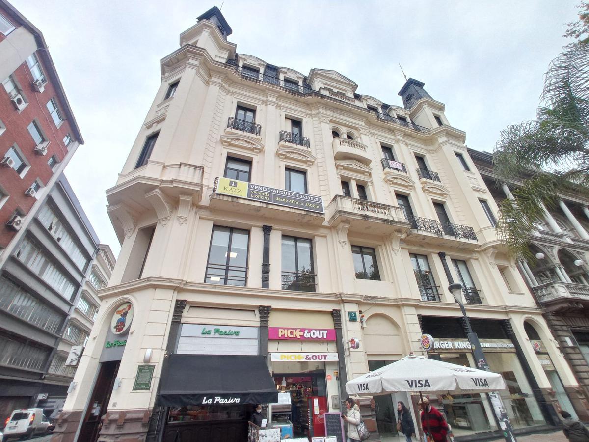 Foto Oficina en Alquiler en  Ciudad Vieja ,  Montevideo  Gran loft duplex 76m2 frente a Plaza Matriz