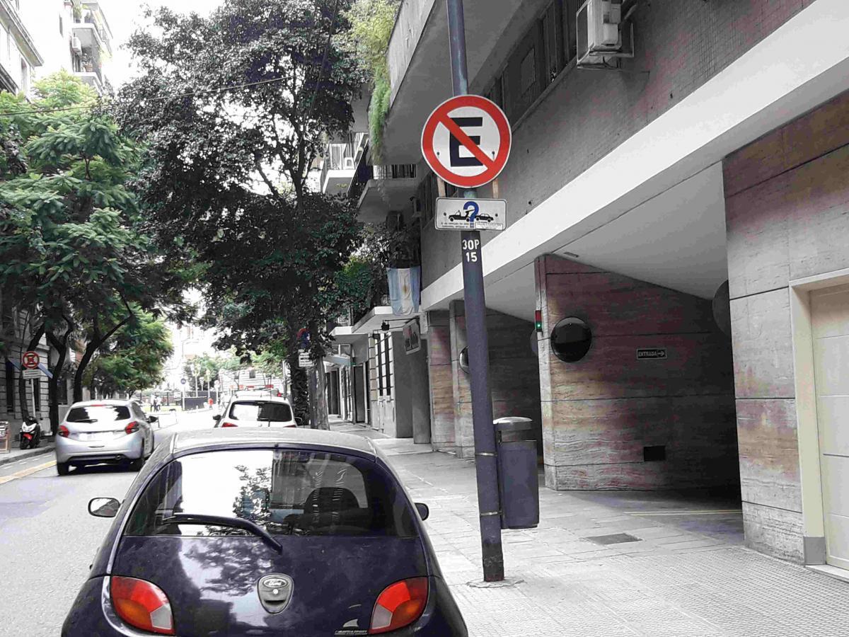 Foto Cochera en Venta en  Recoleta ,  Capital Federal  montevideo al 1500