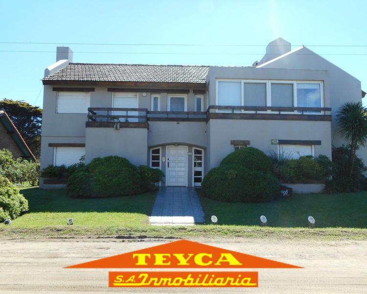 Foto Casa en Alquiler temporario en  Pinamar ,  Costa Atlantica  Jilguero 129 Esq. Burriquetas