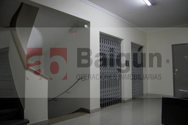 Foto Oficina en Alquiler en  Tribunales,  Centro  Viamonte al 1100