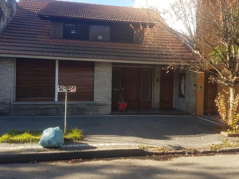 Foto Casa en Venta | Alquiler en  Lanús Oeste,  Lanús  Warnes al 1400