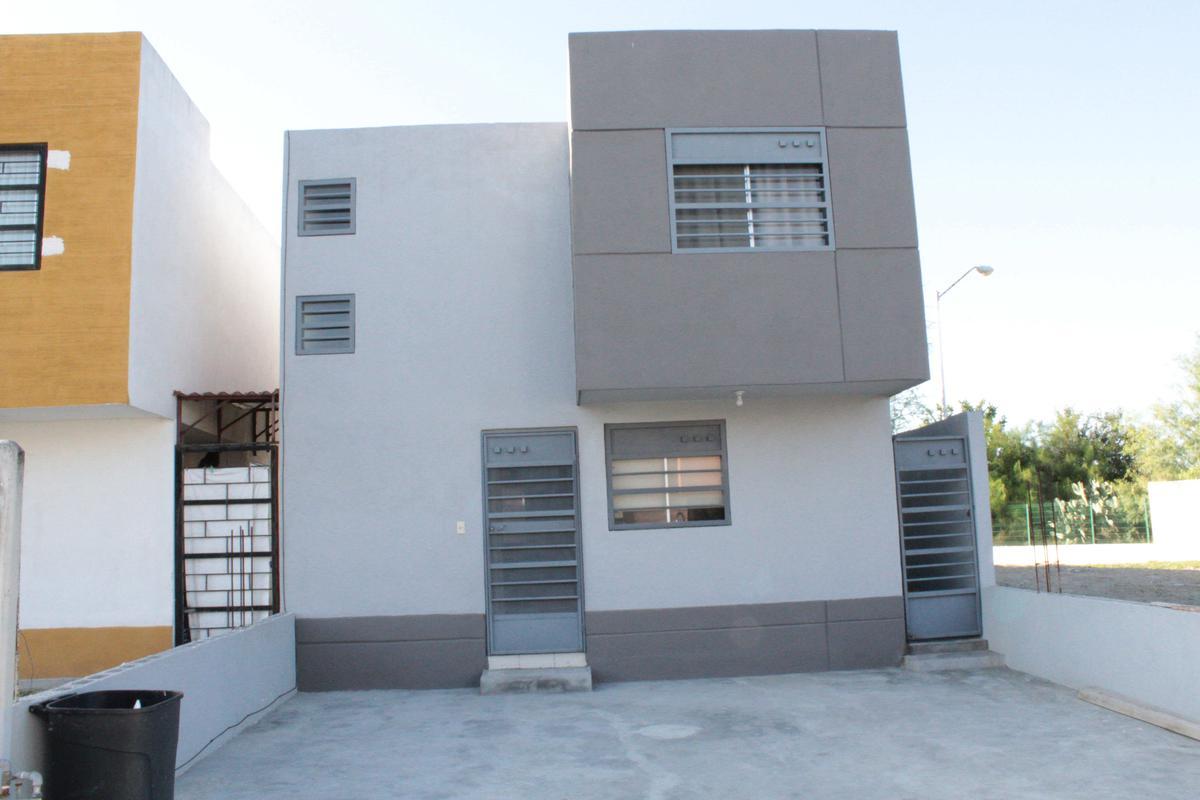 Foto Casa en Venta |  en  Paseo de los Nogales Santa Rosa,  Apodaca  Paseo de los Nogales Santa Rosa