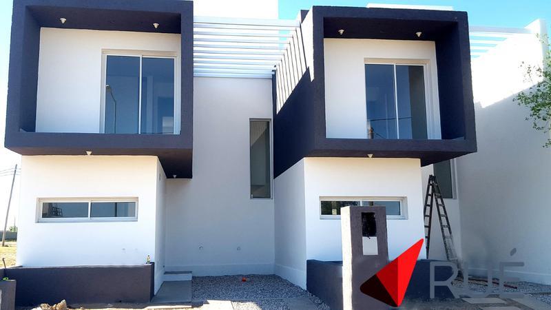 Foto Casa en Venta en  Miradores de Manantiales,  Cordoba Capital  Dúplex en Venta de 3 Dormitorios en Miradores 2