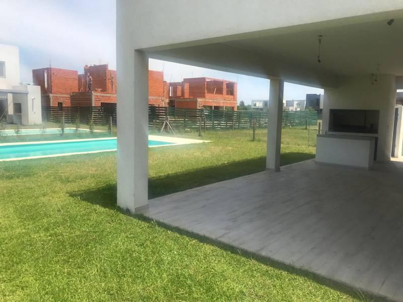 Foto Casa en Venta en  Los Castaños,  Nordelta  Castaños al 900