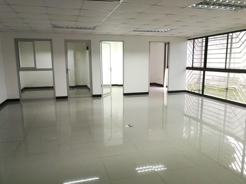 Foto Oficina en Renta en  Uruca,  San José  Complejo en la Uruca para uso de Oficinas con más de 20 parqueos