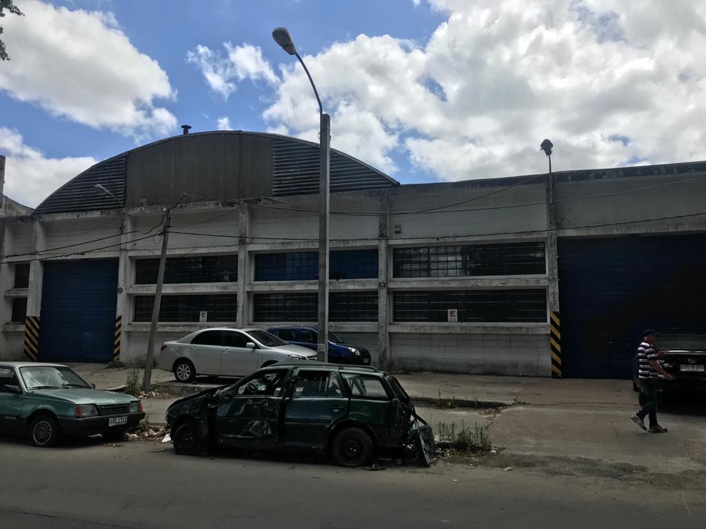 Foto Depósito en Venta en  Colón ,  Montevideo  Alberico Passadore y Besnes Irigoyen
