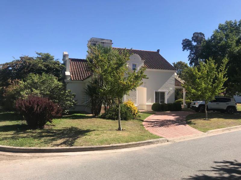 Foto Casa en Alquiler en  El Resuello,  Countries/B.Cerrado  Tipo:  Chalet  - El Resuello Moreno - Barrio Cerrado