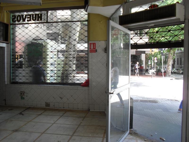 Foto Local en Alquiler en  Centro ,  Montevideo  San Jose y Julio Herrera y Obes