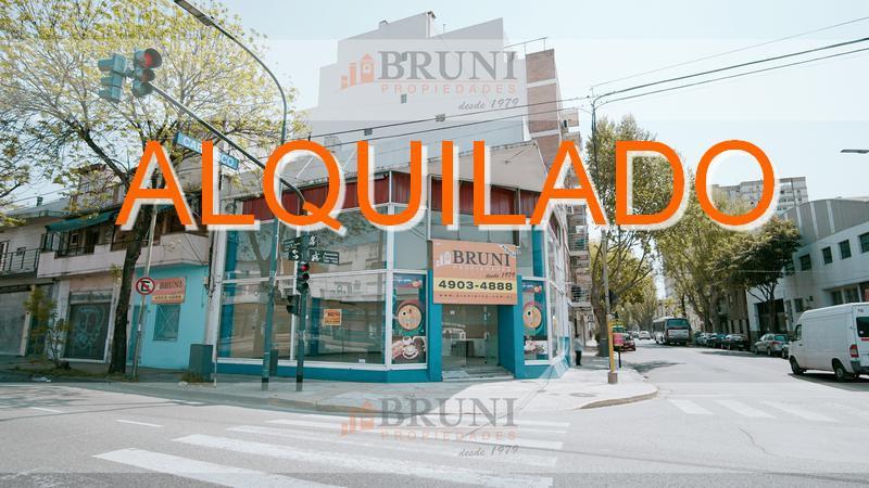 Foto Local en Alquiler en  Velez Sarsfield ,  Capital Federal  Av. Juan B Justo al 7500