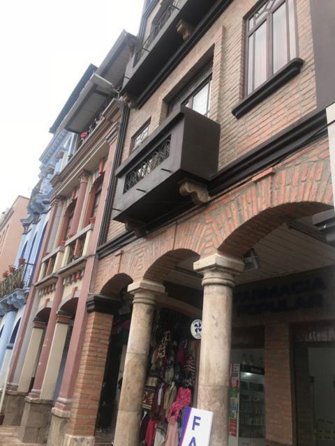 Foto Edificio Comercial en Venta en  Centro de Cuenca,  Cuenca  Excelente edificio rentero y comercial sector San Francisco $595.000dlrs.