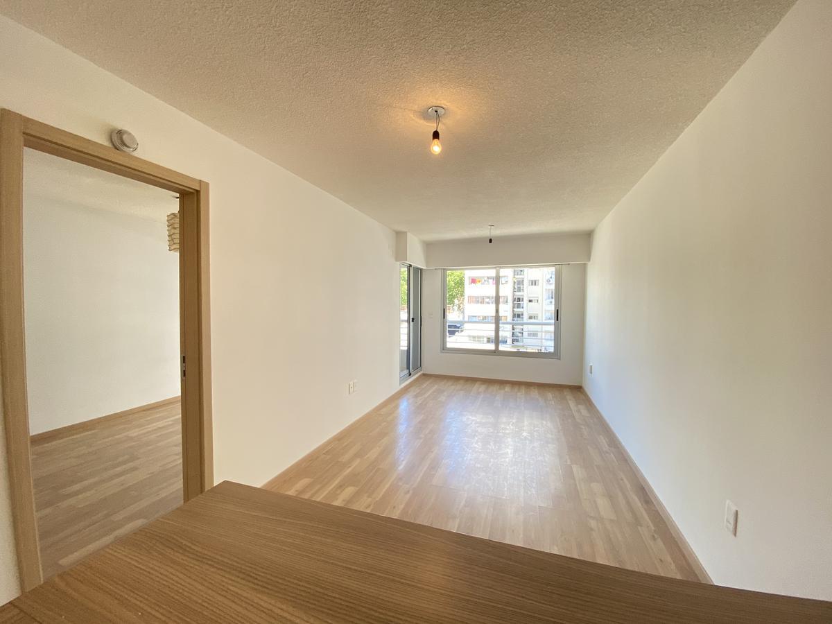 Foto Apartamento en Alquiler en  Pocitos ,  Montevideo  Rivera al 2800
