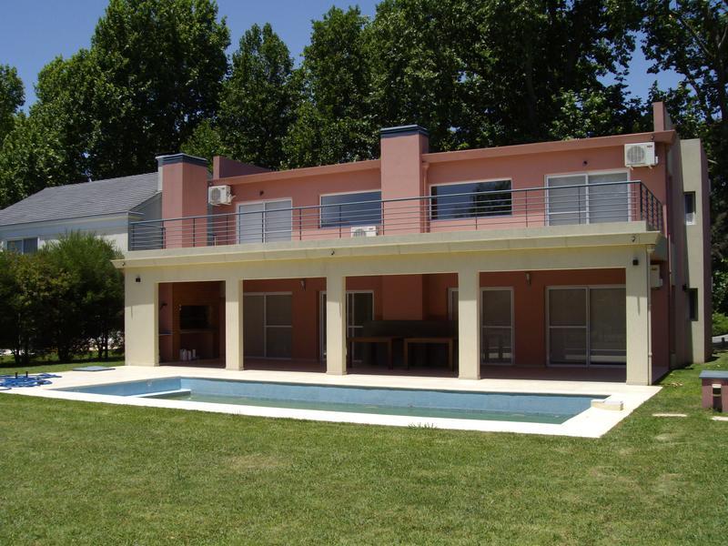 Foto Casa en Alquiler en  Abril Club De Campo,  Countries/B.Cerrado (Berazategui)  Av.L 57