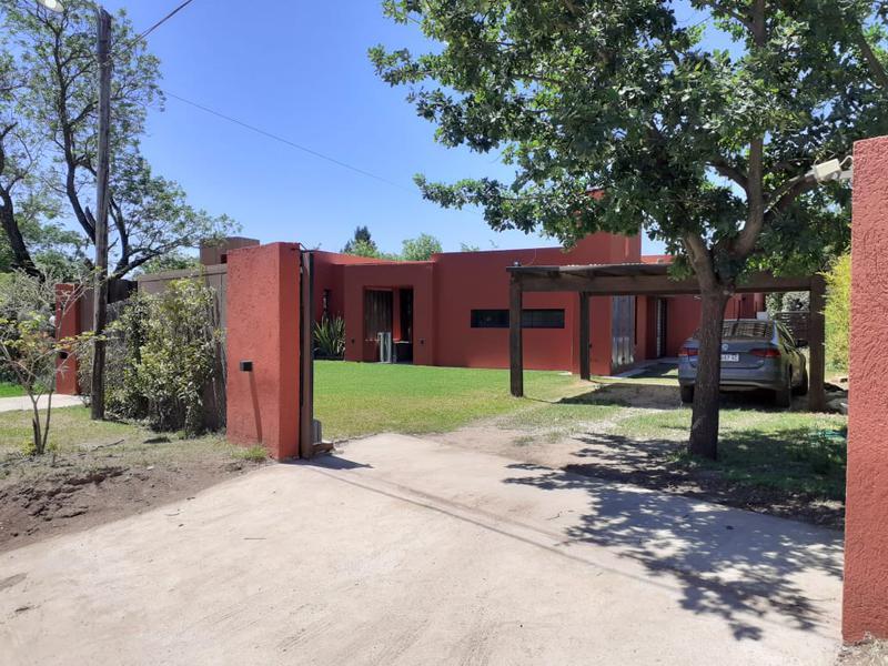 Foto Casa en Alquiler   Alquiler temporario en  Santa Isabel,  Cordoba  Casa en Quinta Santa Isabel, Zona Sur, en alquiler la primera quincena de enero. Con jardín y pileta.