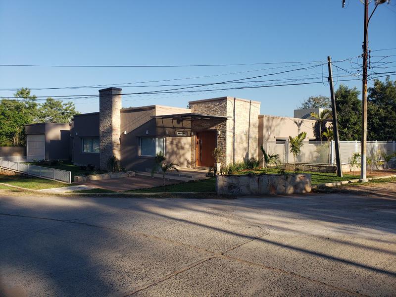 Foto Casa en Alquiler en  Mariano Roque Alonso ,  Central  Barrio Cerrado Surubi'i