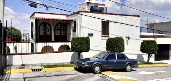 Foto Casa en Venta en  Los Pirules,  Tlalnepantla de Baz  Vendo casa con 3 recamaras en Tlanepantla, remodelada y en esquina, con una excelente plusvalia y ubicacion a la altura de Walmart Pirules, muy cerca del periferico.