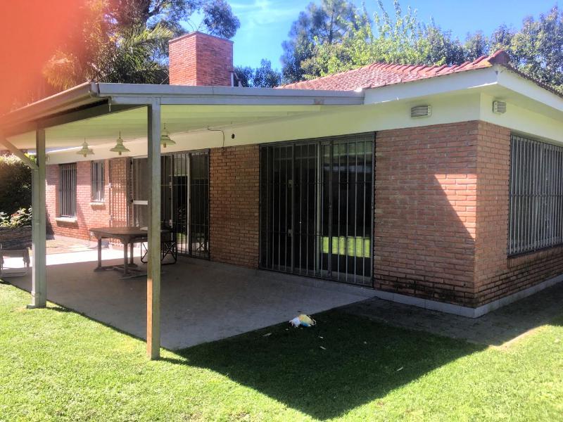 Foto Casa en Alquiler temporario en  Barrio Parque Leloir,  Ituzaingo  Remedios al 900