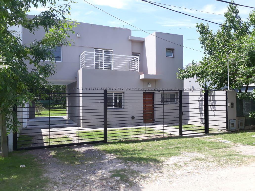 Foto Casa en Alquiler en  City Bell,  La Plata  24 e/ 449 y 450
