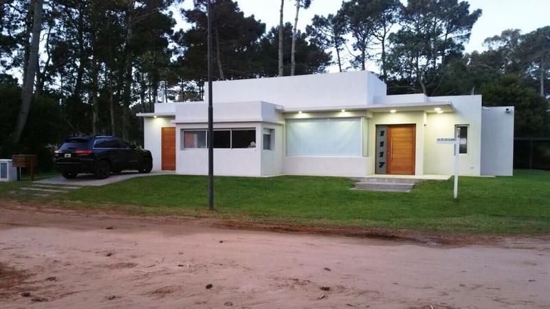 Foto Casa en Venta en  Pinamar Norte,  Pinamar  Alamos al 1100