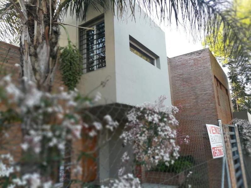 Foto Casa en Venta en  Arguello,  Cordoba Capital  CASA 3 DORMITORIOS EN VENTA ARGUELLO
