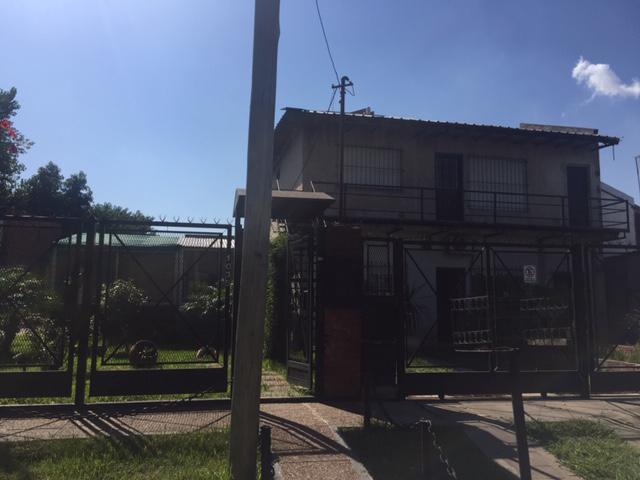 Foto Casa en Venta en  Luis Guillon,  Esteban Echeverria  Alberto Grande 1025/35