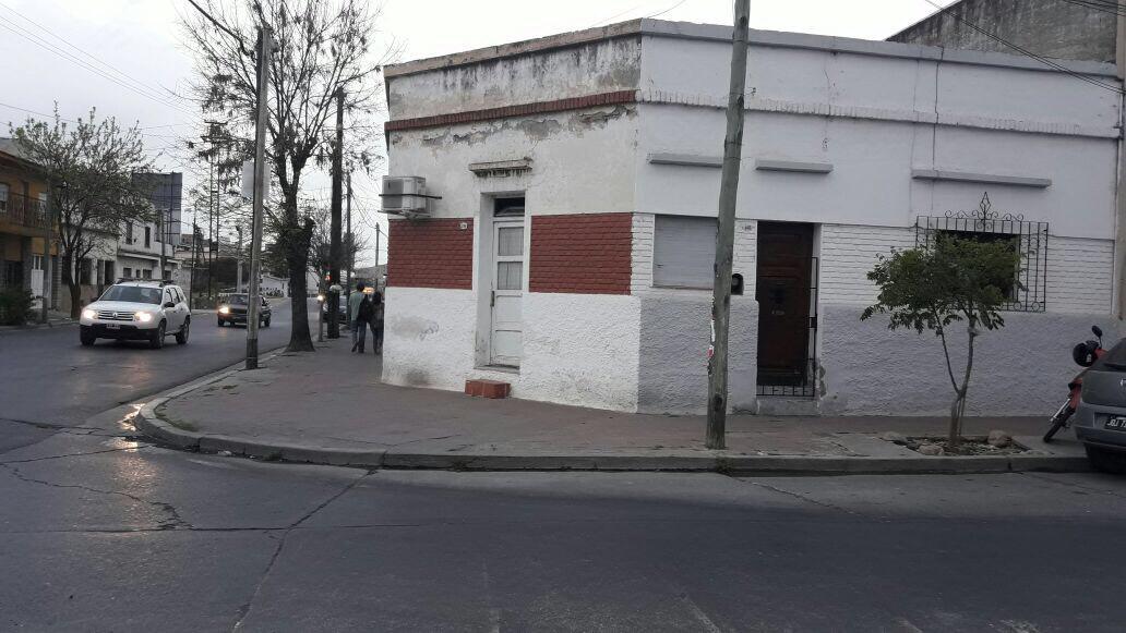 Foto Casa en Venta en  Salta,  Capital  12 de Octubre esquina zuviria