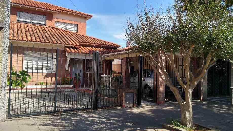 Foto Casa en Venta en  Lanús Este,  Lanús  Domingo Purita al 3453