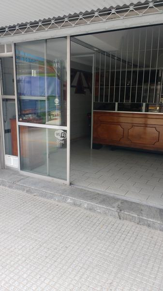 Foto Local en Venta en  Valentin Alsina,  Lanús  PERON 2100