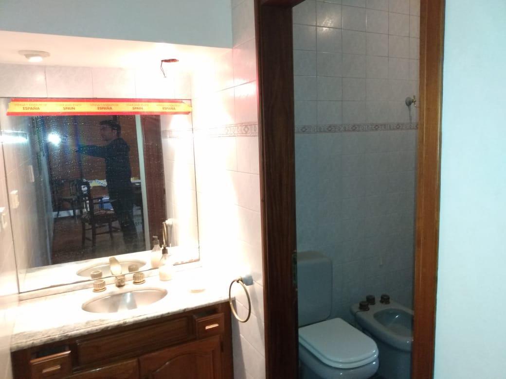 Foto Casa en Venta en  Parque Velez Sarsfield,  Cordoba Capital  Hermosa - 4 Dormitorios - Asador Interior - Pque. Velez Sarsfield