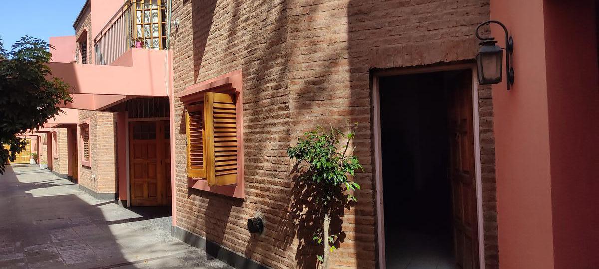 Foto Casa en Venta en  Lomas de Zamora Oeste,  Lomas De Zamora  Castelli al 600