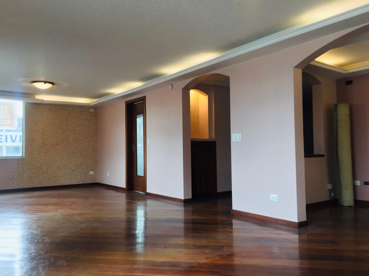 Foto Departamento en Alquiler en  El Batán,  Quito  Departamento Dúplex de Renta - Av. Granados