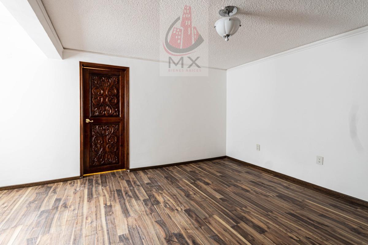 Foto Casa en condominio en Venta en  Villa de las Lomas,  Huixquilucan  Reestrena casa en condominio horizontal en solo un nivel y medio