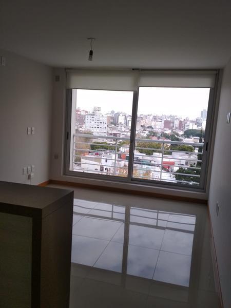 Foto Departamento en Alquiler en  Pocitos ,  Montevideo  PISO ALTO, MUY LUMINOSO
