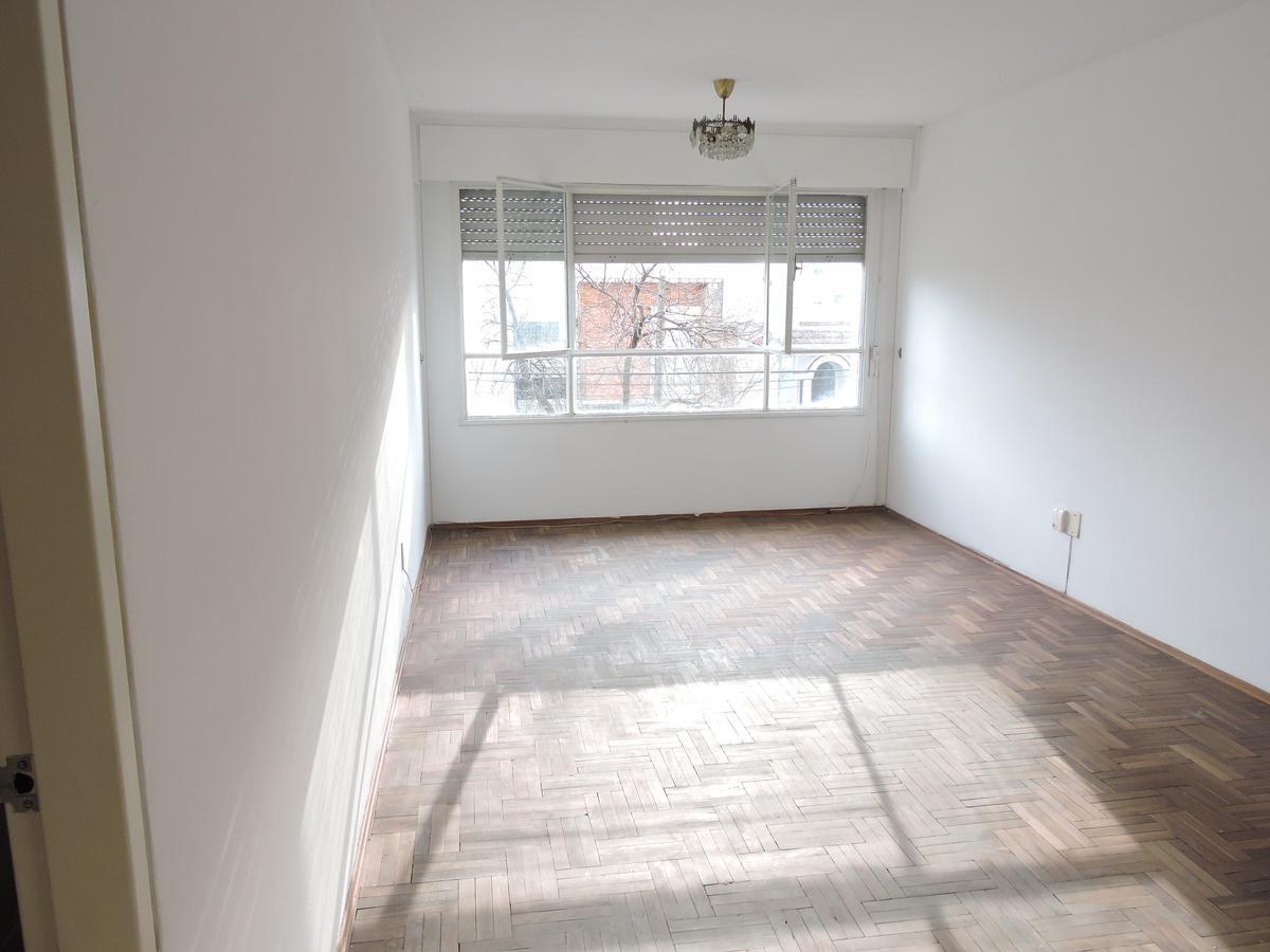 Foto Apartamento en Venta en  Pocitos ,  Montevideo  Apartamento 2 dormitorios y garaje - Barreiro y Gabriel Pereira