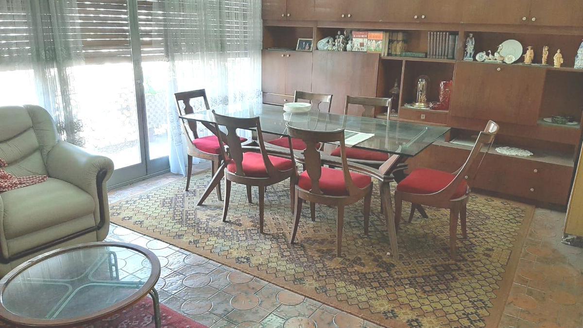 Foto Casa en Venta en  Flores ,  Capital Federal  Zuviría 2200 *  Casa  EN 1ER. PISO C/ COCHERA con galpon en Pbaja. Sup. total 380m2. Por m2. usd 630