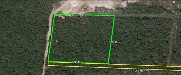 Terreno de 23,760.28 m2 en Venta en Conkal
