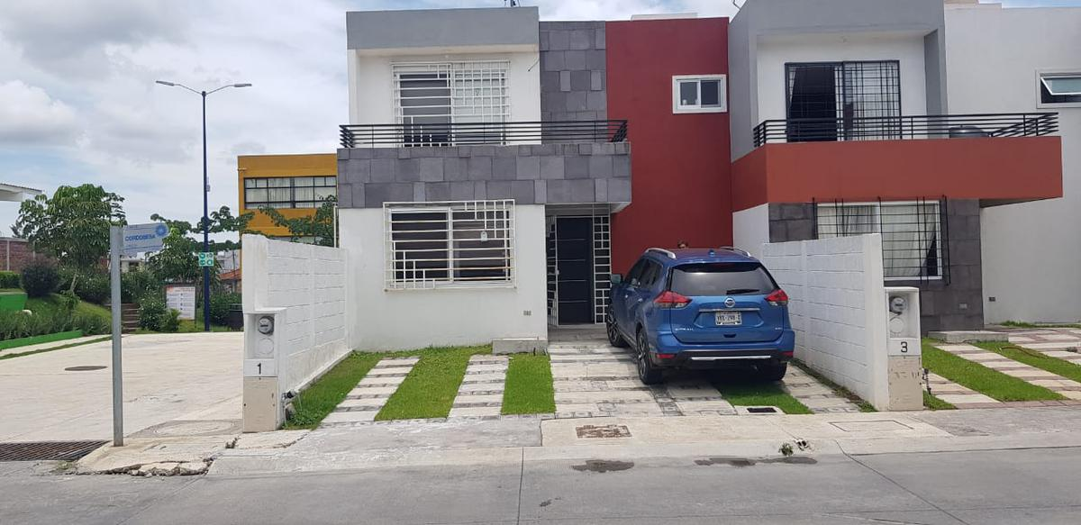 Foto Casa en Venta |  en  Badillo,  Xalapa  Casa en venta en Xalapa Ver Fraccionamiento Argos, en Esquina, Col. Badillo entre araucarias.