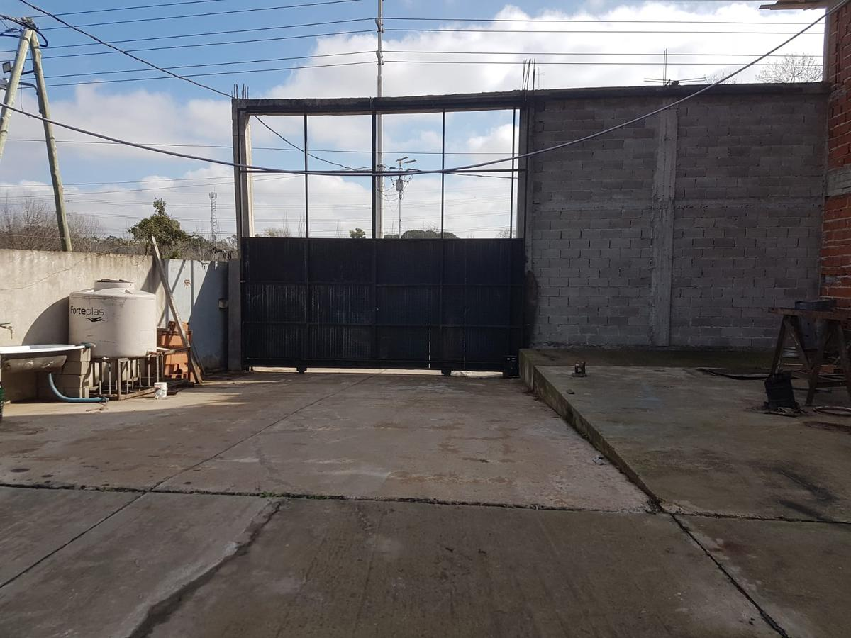 Foto Nave Industrial en Alquiler en  Lomas De Zamora,  Lomas De Zamora  Camino de la Rivera