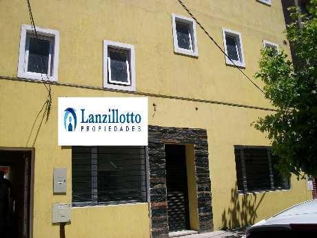 Foto Local en Alquiler en  Lanús Este,  Lanús  Arist. del Valle al al 300