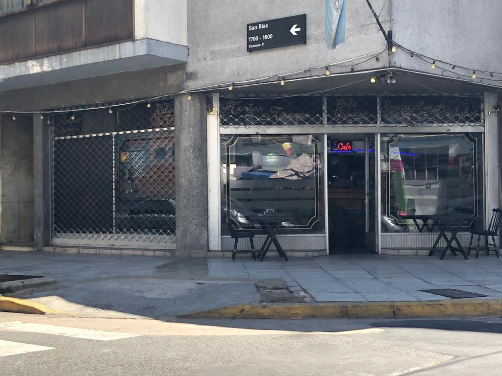 Foto Local en Venta en  Paternal ,  Capital Federal  San Blas 1600