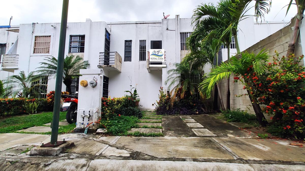 Foto Casa en Venta en  Las Palmas,  Solidaridad  CASA DE 2 NIVELES A 10 MINUTOS DE LA PLAYA