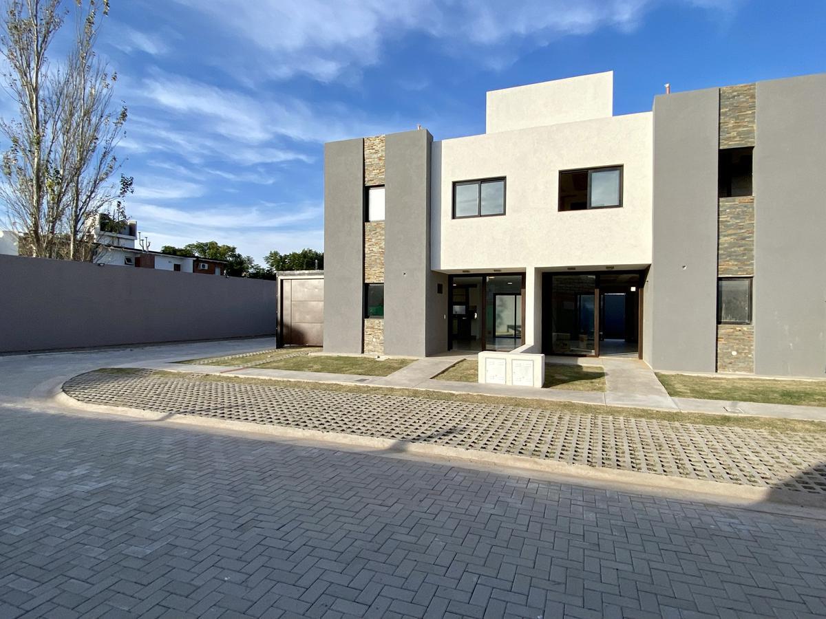 Foto Casa en Venta en  Tejas ll,  Cordoba Capital  DUPLEX DE 3 DORM EN INTROVA HOUSING-TEJAS DEL SUR II